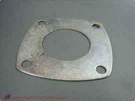 Metall gasket beneath rear hub bearing plate Lambretta